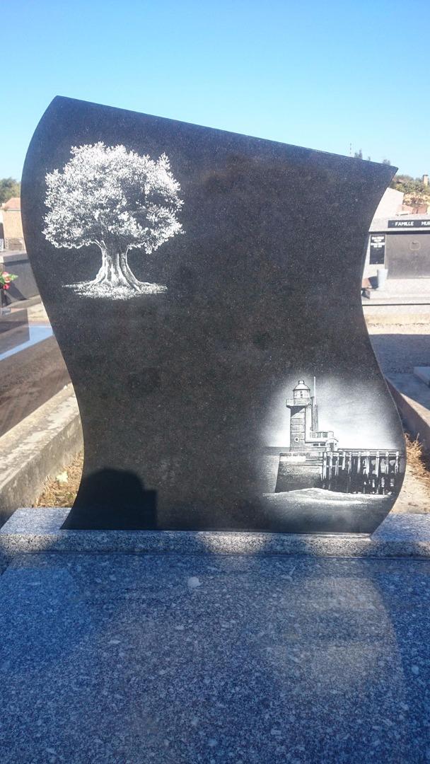 Personnalisé la stèle pour rendre hommage