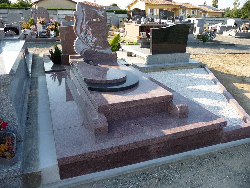 Pierre tombale dans cimetière