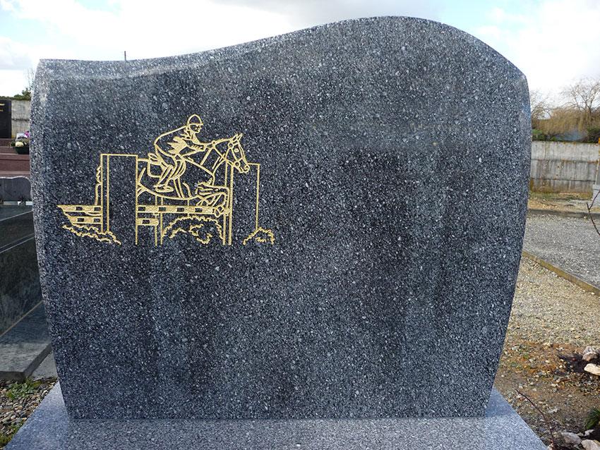 pierre tombale et gravure